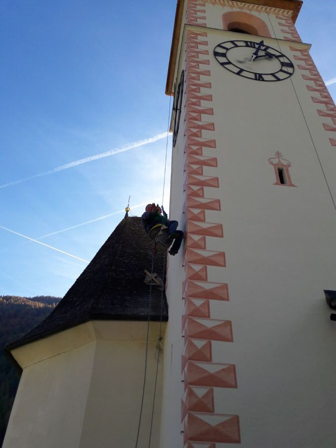 Turmfassade mit Mineralfarbe